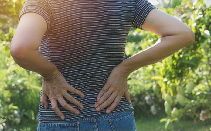 Ból kręgosłupa (pleców) w starszym wieku – trudności leczenia