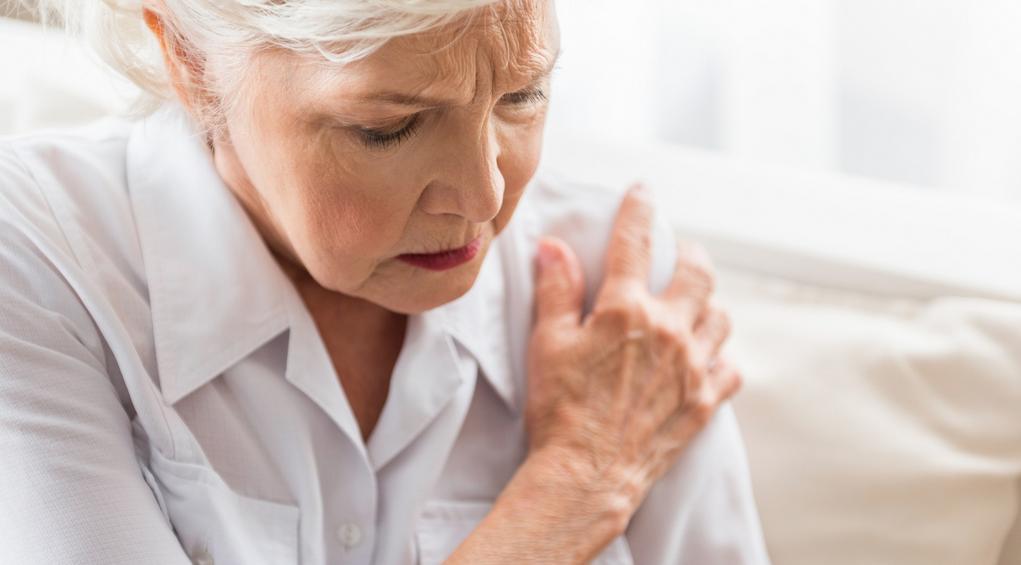 Zamrożony bark – objawy, przyczyny, leczenie, rehabilitacja