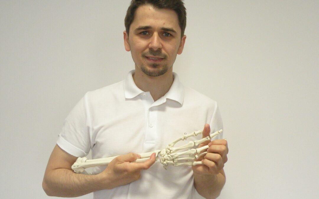 Zwichnięcie, niestabilność nadgarstka (ręki) – leczenie, ćwiczenia, przyczyny, rehabilitacja