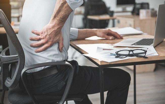 Pozycja siedząca dla kręgosłupa – ergonomia w pracy i domu cz.1