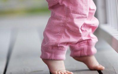Chodzenie na palcach u dziecka – przyczyny i diagnostyka