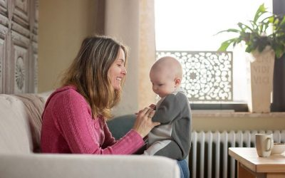 Dlaczego dziecko posadzone nie siedzi? Czy sadzanie dziecka jest dobre? wszystko na temat!