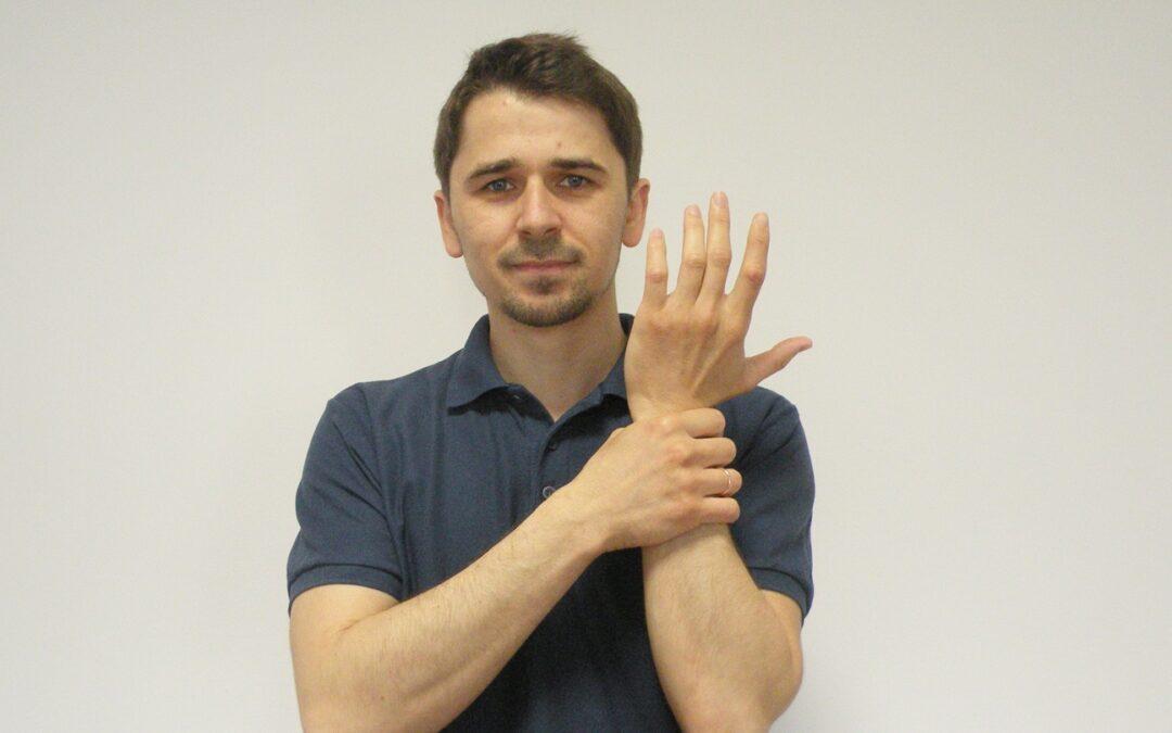 Ból ręki, nadgarstka, ból stawów dłoni – objawy, co robić, ćwiczenia